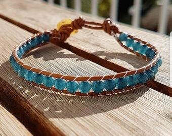 Leather bracelet with Apatite