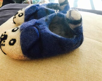 Cozy panda shoes. 24 to 32 months.