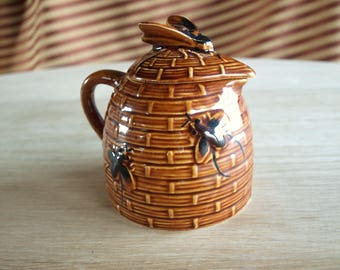 Beehive Shaped Honey Pot – Ceramic Honey Pot with Bee Lid – Light Brown Color