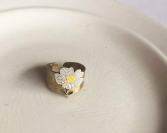 "Brass ring ""Daisy"""