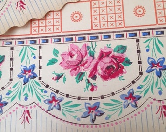 Gorgeous Lge Vtg French Unused 1940 KITCHEN SHELF Paper BANDS Hd Printed Powdered Pink Roses Scallop Déco Maison ancienne Cuisine vintage