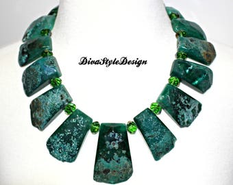 Chunky Agate Statement Collar Necklace in Emerald Green