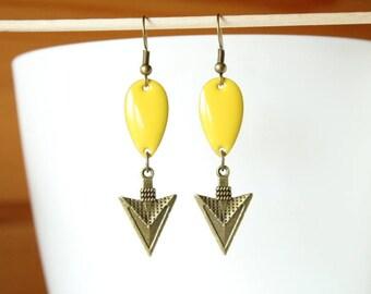 Yellow enameled sequin earrings and ethnic arrow bronze