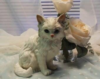 Porcelain White Cat/Kitten Lefton