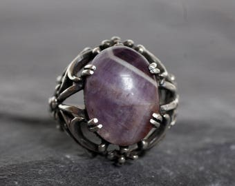 Vintage Silver and Chevron Amethyst Cabuchon Foliate Ring, 1930s