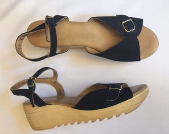 Cute vintage black   wedges   sandals   leather