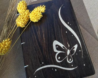 Notepads, diaries and personalized diaries with wooden and personalized lids.