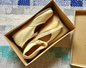 1960 Deadstock Ivory Mary Janes , 7 toddler