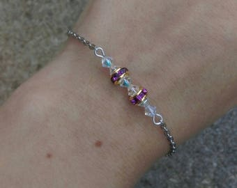 Bracelet white and purple beads on chain.