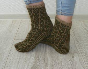 Patterned socks Wool socks Knit socks Knitted socks Hand knit socks Leg warmers Wool socks Warm socks Green socks Gift for her Hand made