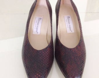 Vintage Etienne Aigner Brown Leather Pumps .