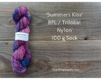 BFL/ Trilobal Nylon 80/20 Sock yarn 100 g in 'Summers Kiss' colour way.