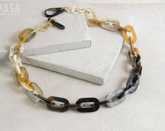 Short Chain Link Horn Necklace