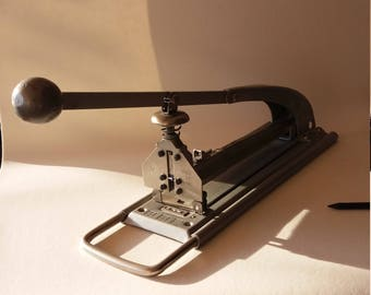 Vintage desk stapler
