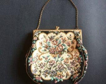 Dainty 30s 40s vintage evening bag. Floral needlepoint effect/yellow metal top/kiss clasp/chain. Perfect gift.
