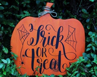 Trick or Treat Sign || Halloween Decor || Fall Decor || Halloween || Wood Sign
