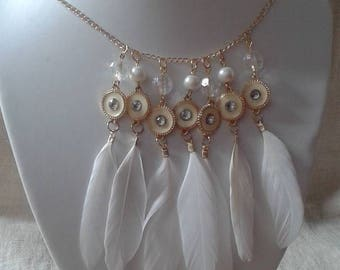 "necklace ""pretty row of white feathers"""