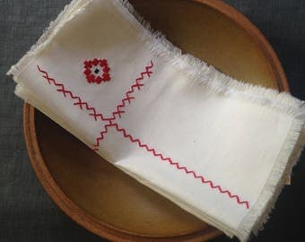 6 vintage embroidered napkins