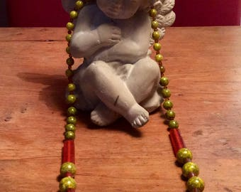 "Short ""forest green"" pressed glass beads necklace"