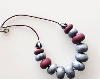 Necklace bordeaux