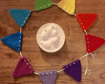 Mini Knitted Rainbow Bunting (9 Pieces)