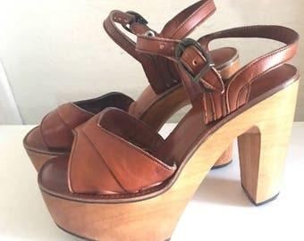 """Vintage 1970s """"Bare Traps"""" wooden Platform shoes sizs 6 new condition"""