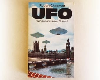 Robert Chapman - UFO Flying Saucers Over Britain? - Granada UFO alien conspiracy vintage paperback book - 1981