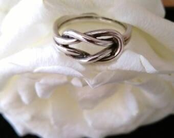 Vintage Sterling Silver (925) Celtic Knot Ring.    UK Size P
