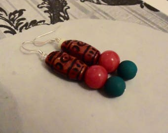 Red and green beads earrings
