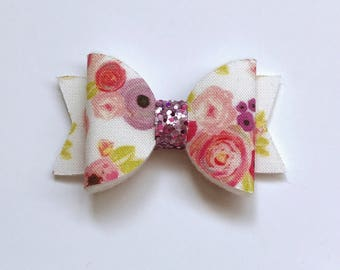 White floral blooms small dolly bow