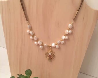 Pearls and leaf necklace