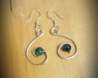 This beautiful S designed earrings is made with a Dark Green quartz gemstone.