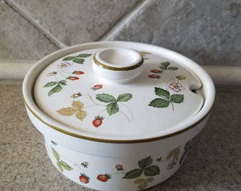 Wedgewood Wild Strawberry sugar bowl with lid/Oven to table/Made in England