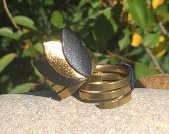 Ring in gold and black leather and brass by lesbijouxdelilie