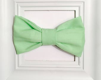 Green bow tie, mint green bow tie, baby bow tie, toddler bowtie, kids bowtie, newborn onesie, baby bowtie, toddler bow tie, kids bow tie