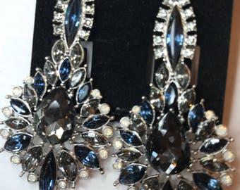 Light Black Cluster Earrings