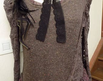 Dress made of acrylic and cotton lace sleeves