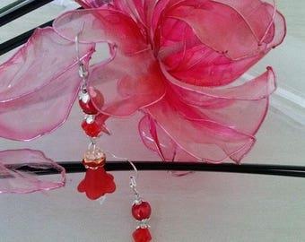 Pearl Earrings has the Tulip field