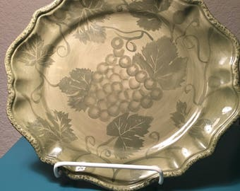Tabletops Gallery Petite Sirah oval serving plate