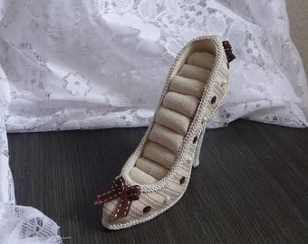Shoe/slipper style shabby jewelry display