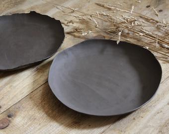 Black ceramic of small serving dish getöpfert plain