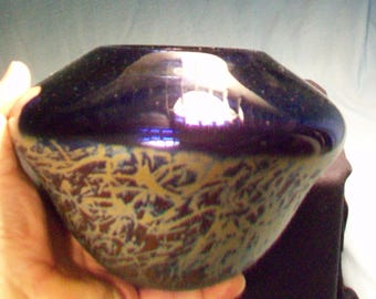 Stunning Dark Blue Gold Scroll Work Art Glass Vase