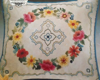 RARE Elsa Williams Wreath of Flowers Crewel Embroidery Pillow Kit KC634