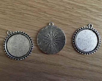 set of 3 pendants stand for 30 mm cabochon