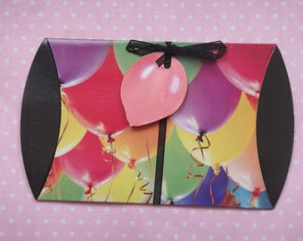 5 Pocket gift with balloon and bow tag