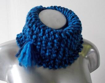 Neck two-tone blue garter