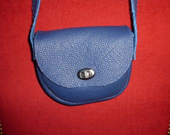 shoulder bag style pouch in blue leather grained
