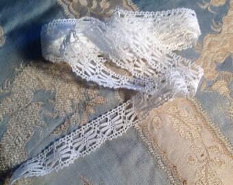 Vintage type white bobbin lace