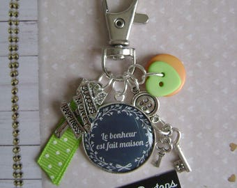 "Keychain or bag charm ""happiness is homemade"""