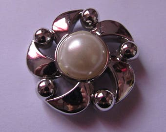 pearl silver and off-white flower applique 39 mm in diameter